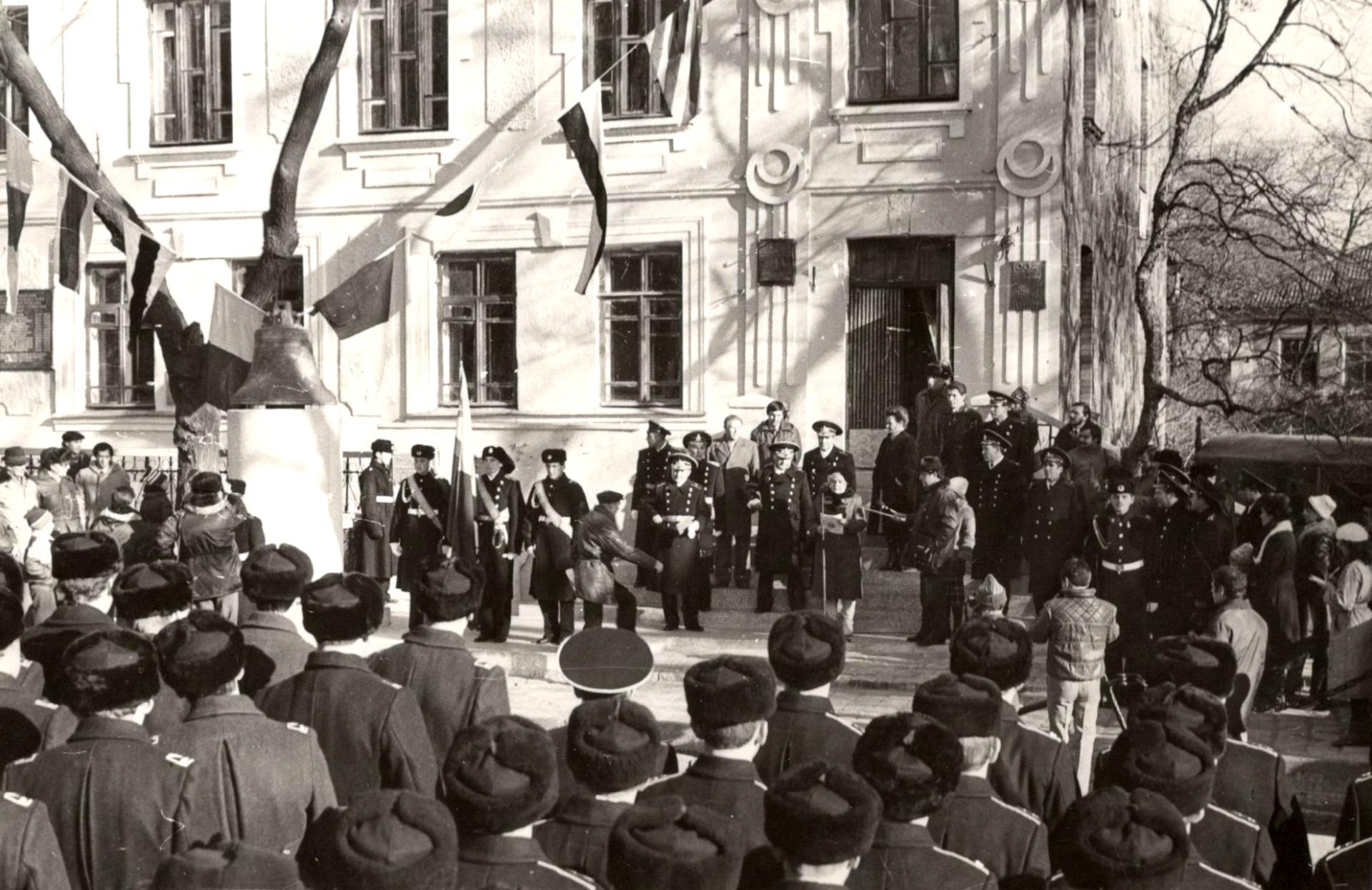 14 ноября 1987г. Церемония открытия памятного знака «Гидрографам за открытия на Крайнем Востоке России». Фото из фондов ОИАК
