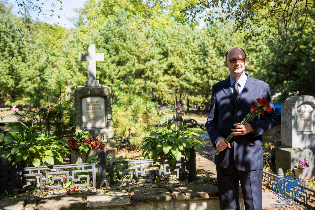 Дань памяти В.К. Арсеньеву. Фото: Маргарита Кузнецова