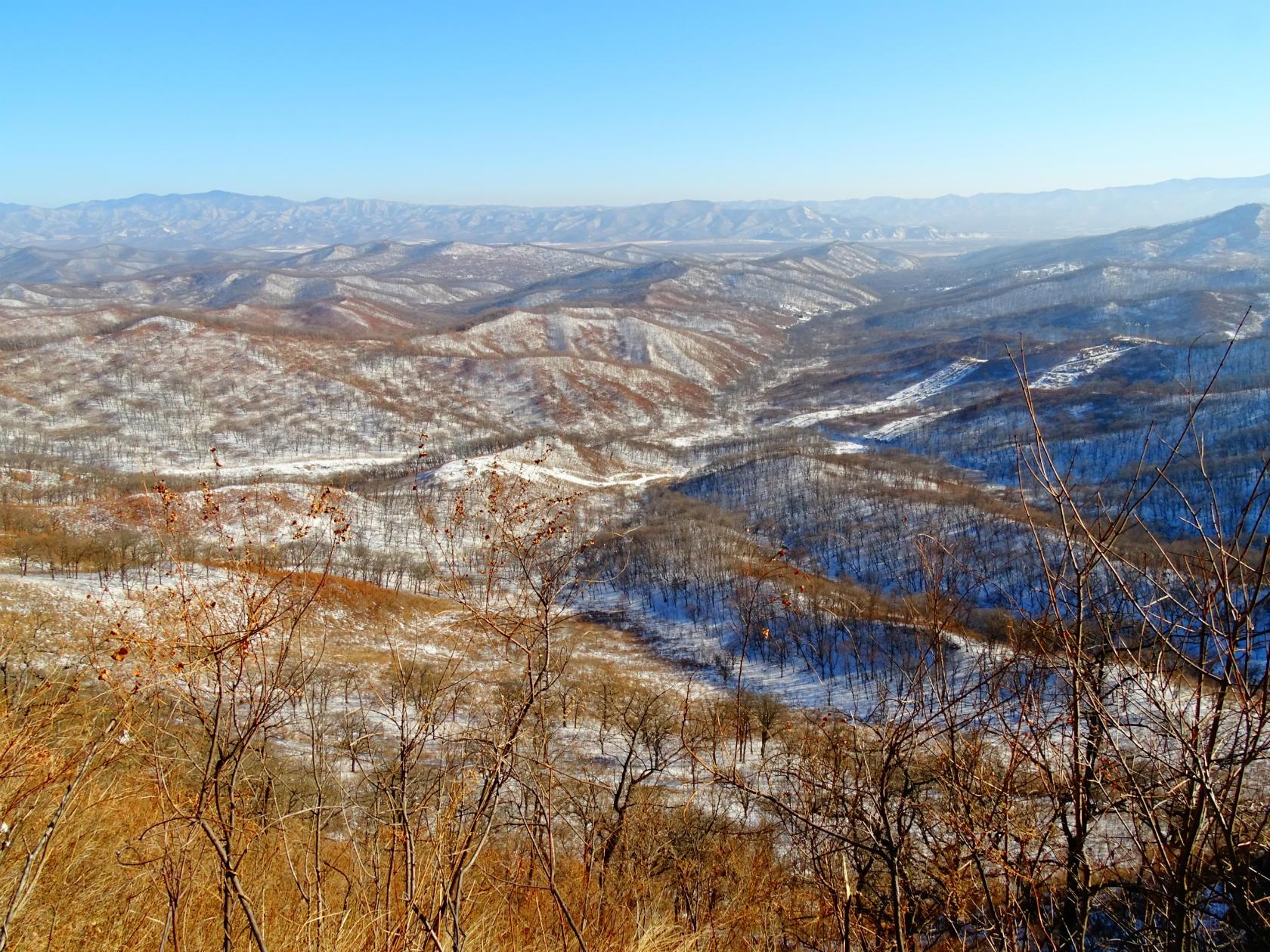 Вид на горы с вершины Чандалаза. Фото Игоря Жабского