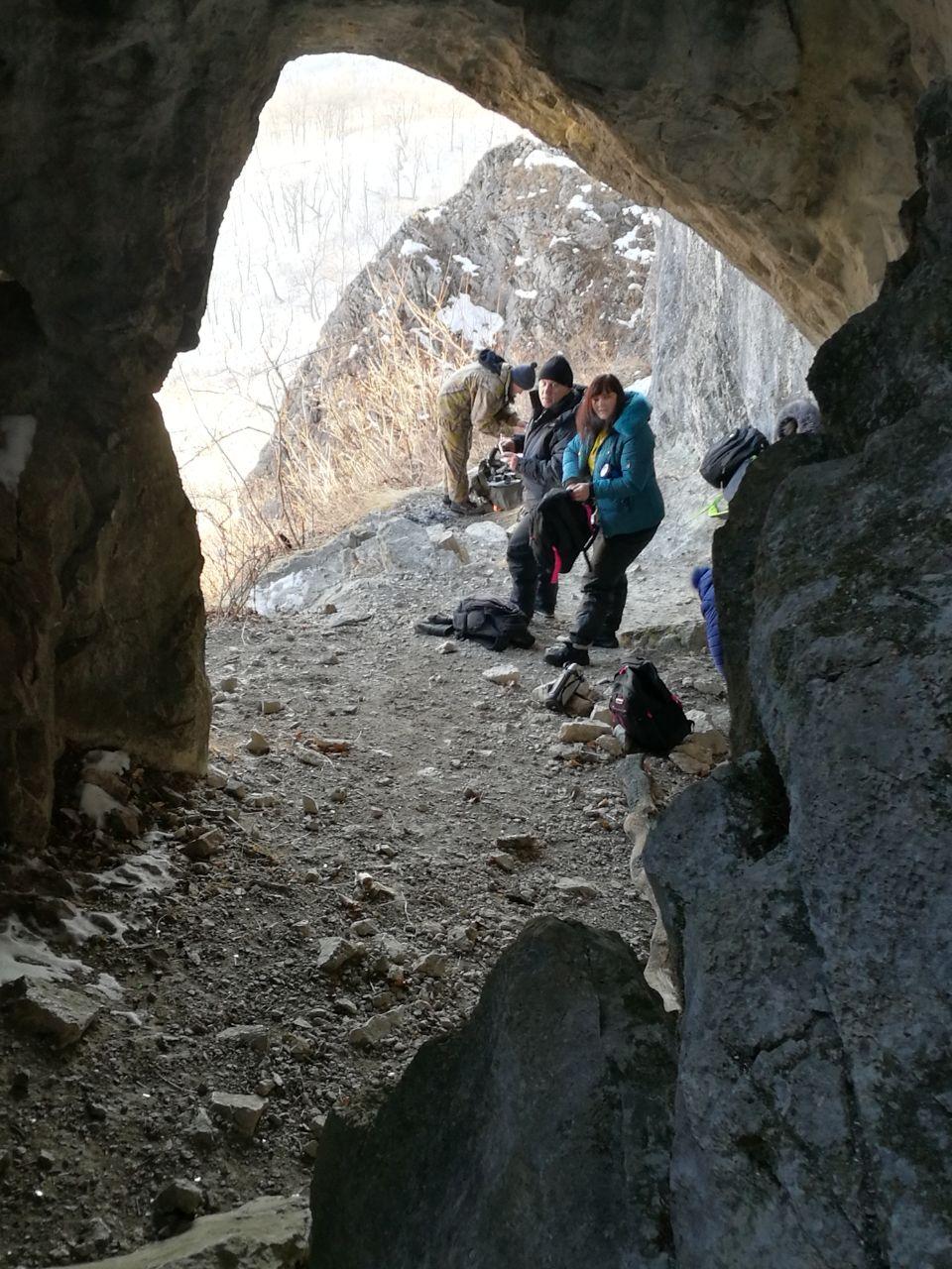 У входа в пещеру Мечта спелеолога  Фото Романа Яфизова